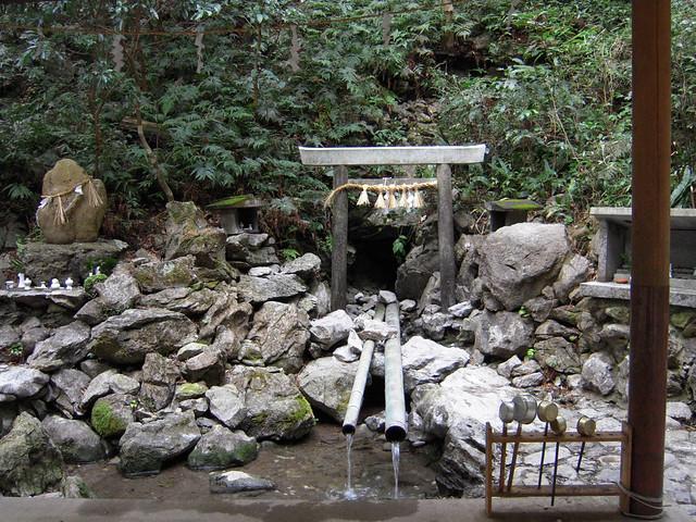 天の岩戸(恵利原の水穴)