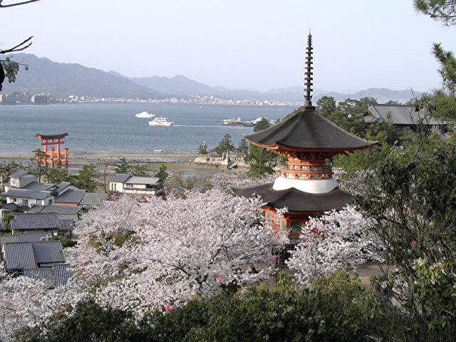 厳島神社 多宝塔