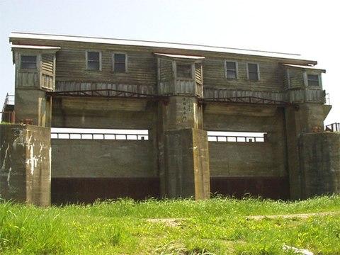 旧岩保木水門
