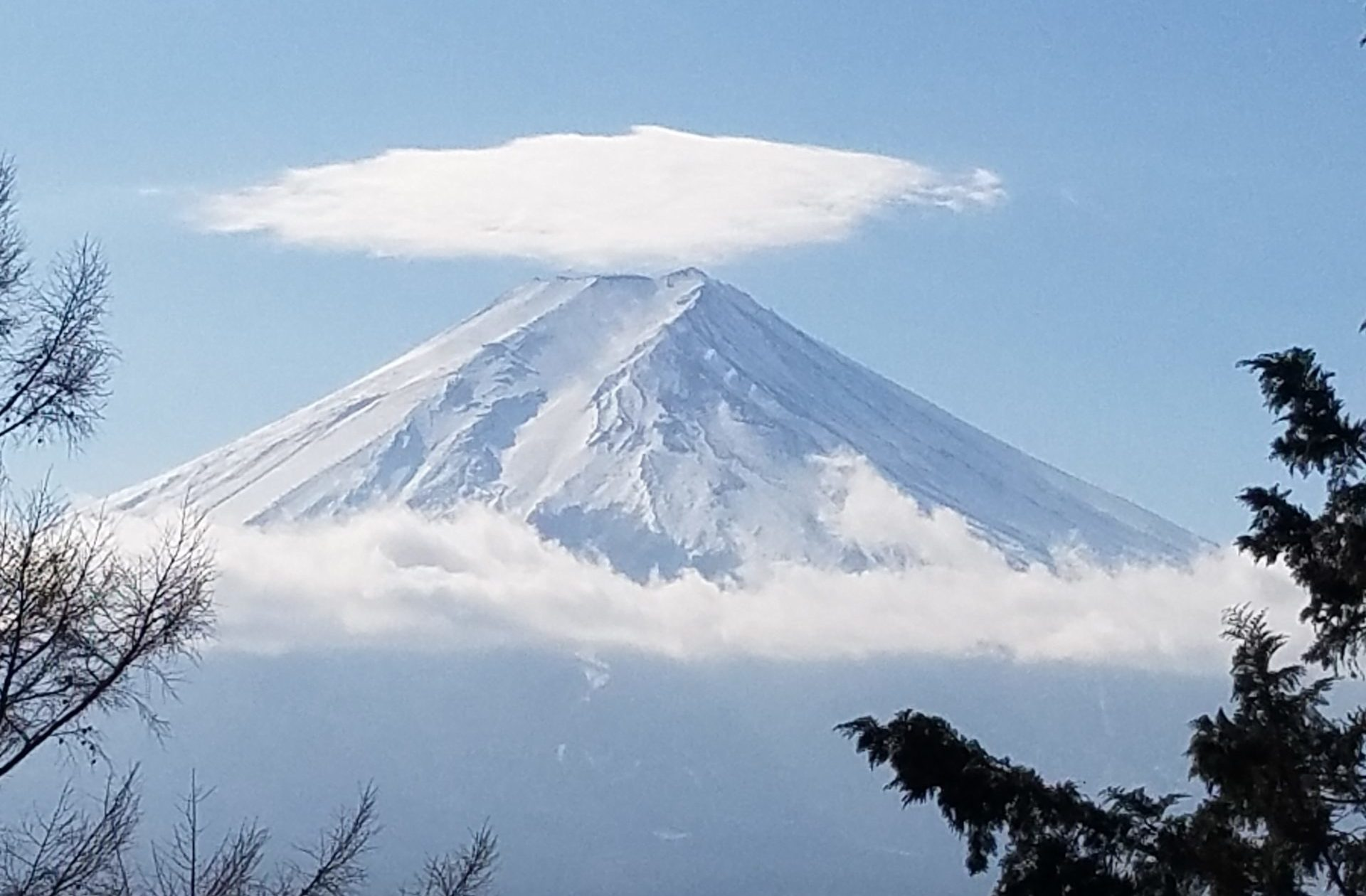 山梨旅行のイメージ画像(新倉山浅間神社からの富士山)