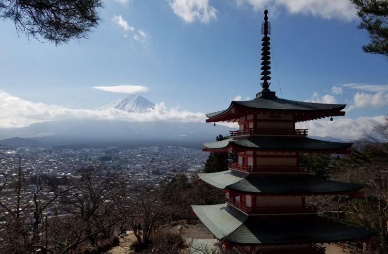 新倉山浅間神社からの五重塔と富士山